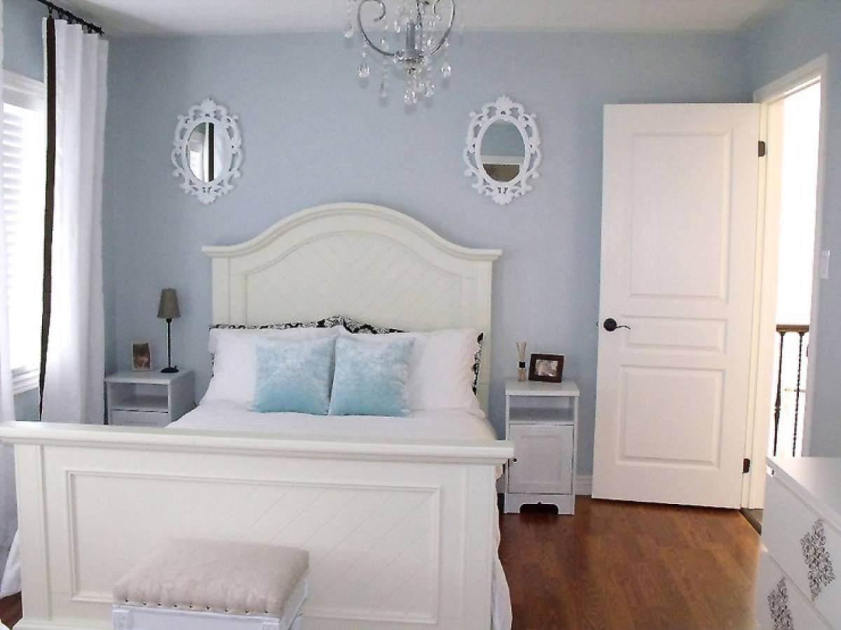 Little chandelier-in lovely guest bedroom idea and modern full bed size