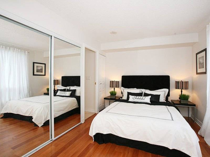 Minimalist furniture layout idea for small bedroom with mirrored wardrobe with sliding doors and queen size bed