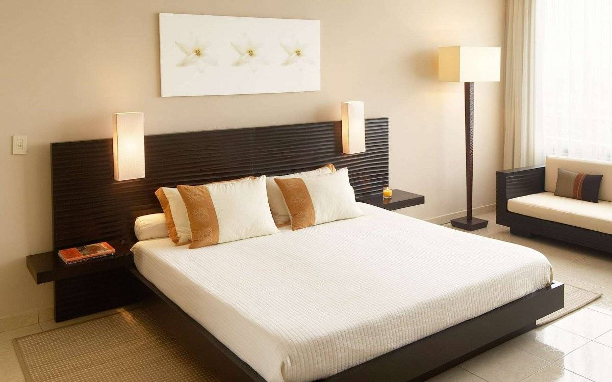 awesome minimalist bedroom decor with king size bed with headboard and laminated floor with also synthetic carpet