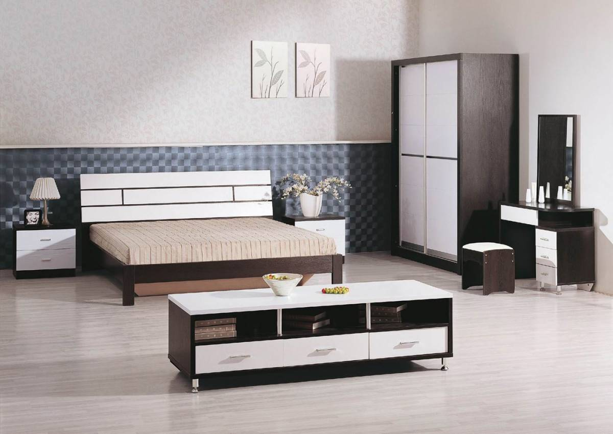 minimalist bedroom design with simple wooden furniture set, king size ...