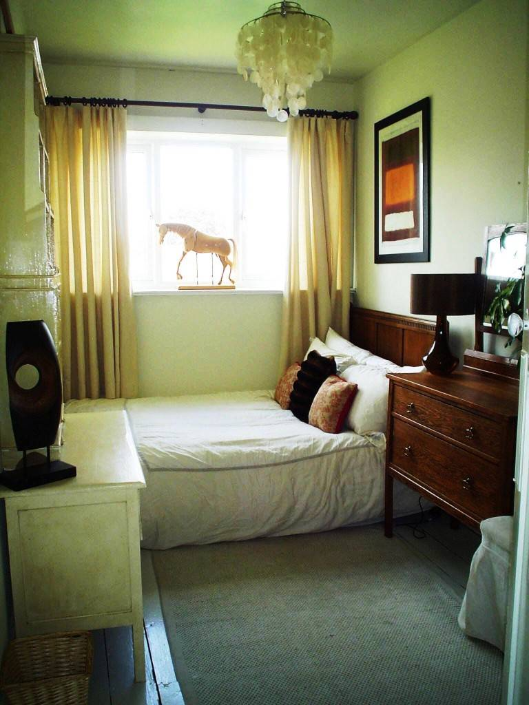 modern bedroom idea for small rooms