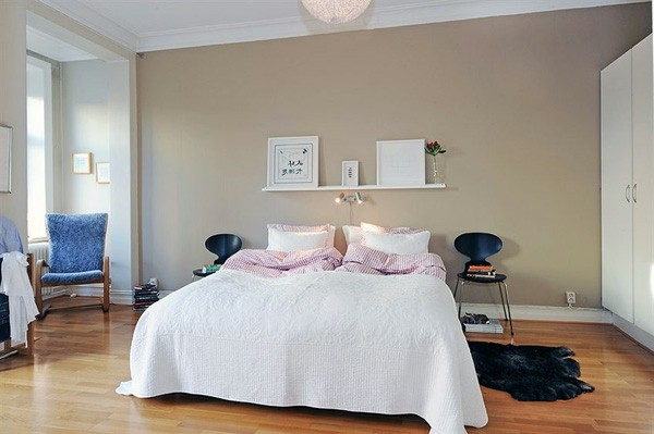 Designed bedrooms in a Scandinavian style full size bed bedside table instead of chairs