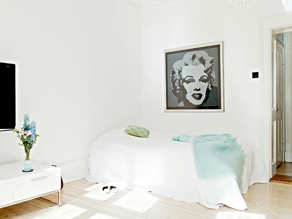 Make Bedroom in Scandinavian style with Merilyn Monroe picture on the wall