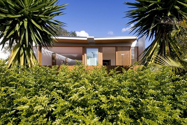 Excellent Curl Curl Beach House by CplusC Architects in New South Wales, Australia.
