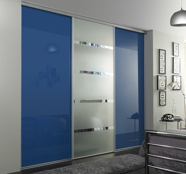 Reflect wardrobe with sliding doors shiny wood paint